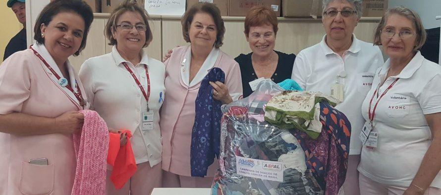 Aspal e Afalesp entregam lenços doados por servidores da ativa e aposentados ao Icesp